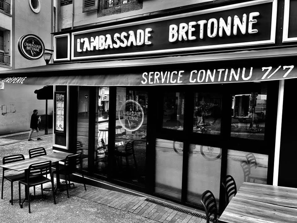 facade-ambassade-bretonne-creperie-artisanale